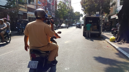Mới đây, CSGT TP.HCM cũng tung quân đi ghi hình xử phạt tại nhiều nơi mà người dân phản ảnh - Ảnh: M.V