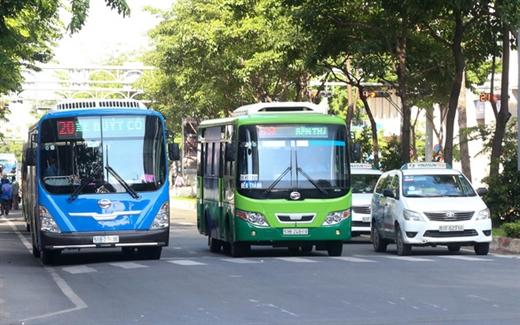 Xe buýt trên đường Hàm Nghi, quận 1, TP.HCM - Ảnh: THẢO LÊ