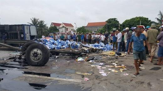 Hiện trường một vụ tai nạn do xe mất phanh làm 5 người chết ở Hải Dương - Ảnh: TTO