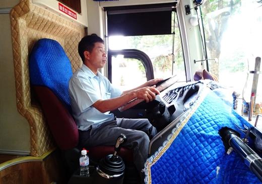 Tác giả trên buồng lái điều khiển xe giường nằm - Ảnh do nhân vật cung cấp