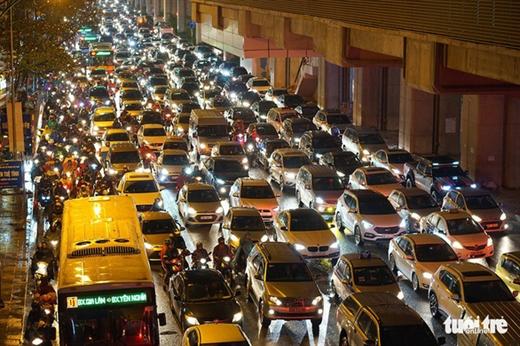 Ô tô sẽ là đối tượng chịu phí đi vào khu vực ùn tắc giao thông - Ảnh: TTO