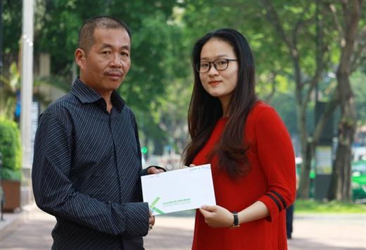 Anh Ngô Tùng Hiền (bên trái) với câu chuyện