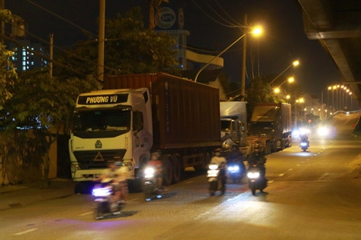 Cơ quan chức năng TP.HCM cho biết sẽ tăng cường xử phạt nguội xe tải vi phạm - Ảnh: NGỌC PHƯỢNG