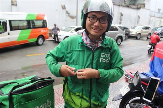 Viết Khánh nhiều lần không ngần ngại chở người bị tai nạn giao thông đến bệnh viện miễn phí - Ảnh: MY LĂNG